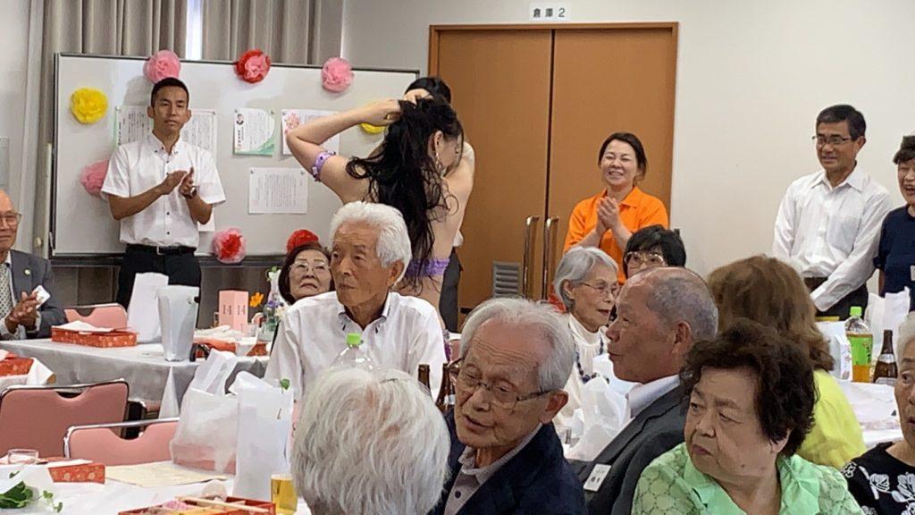 9/8敬老祝賀会 客席で踊るけいこ